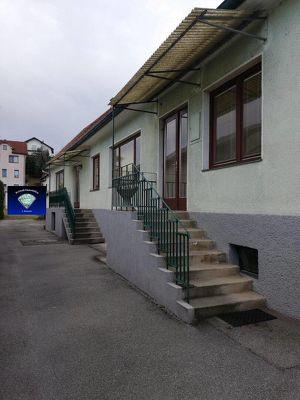 Wiesen - Entzückendes Einfamilienhaus mit 2 separaten Eingängen - 1083