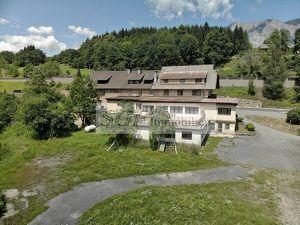Geräumiges Objekt mit Gasthof, Fremdenzimmer und Waldanteil Nähe Arnoldstein