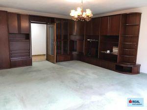 Sanierungsbedürftige 4-5-Zimmerwohnung