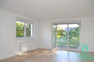 Lichtdurchflutete, elegante 4-Zimmer Familienwohnung mit Garage! Große Terrasse!