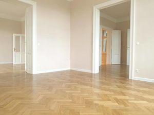 Absolut ruhige 4-Zimmer Wohnung in Mödlinger Villa