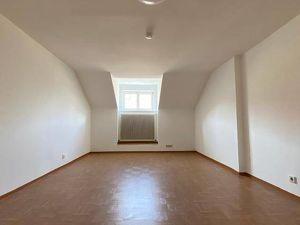 Ibk/Zentrum: große, wg-geeignete 4 Zimmer-DG-Wohnung mit Wohnküche