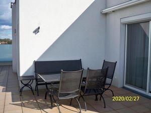 Tolle, helle Terrassenwohnung/Dachwohnung ca 90 qm mit ca. 90 qm Terrasse im 3.Stock  barrierefrei
