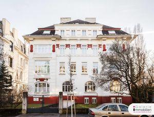 Rarität - Außergewöhnliche Jahrhundertwendevilla mit Dachterrasse und Garage