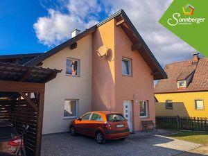 FARBENSPIEL - Ein-/Zweifamilienhaus mit Carport in Pregarten