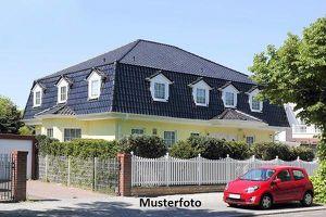 Einfamilienhaus mit Wirtschaftsgebäude