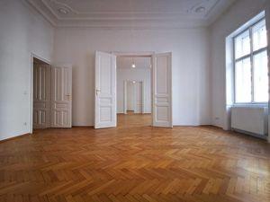 4 Zimmer plus separate Küche bei Votivkirche