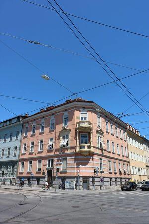 Provisionsfreie 2-Zimmer Wohnung in zentraler Lage mit tollem Balkon in den Garten!