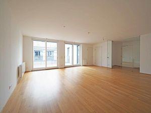 MARIAHILFER STRASSE | exklusive 4-Zimmer-Dachgeschoß-Wohnung mit Südterrasse | U3 Zieglergasse