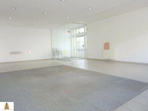 """Ca. 95,58 m² großes Geschäftslokal direkt beim Einkaufszentrum und dennoch in ruhiger Lage in Hollabrunn zu vermieten! Ob als """"Burgerladen"""", Büro oder"""