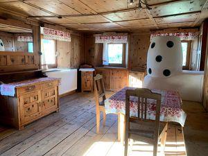 Gepflegtes altes Haus mit 2 Abstellplätzen