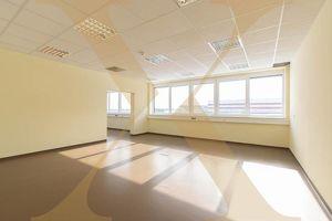 Attraktive und helle Bürofläche in Eberstalzell ab sofort zu vermieten!