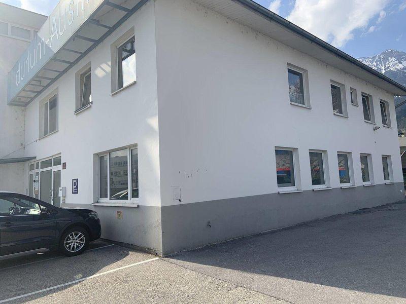 Sonnige, neu renovierte Gewerbefläche mit Lager für Büro oder Praxis barrierefrei