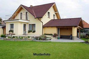 Großzügiges Einfamilienhaus mit Terrasse
