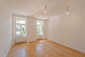 ++NEU++ Kernsanierter 3-Zimmer Altbau-ERSTBEZUG mit ca. 9m² Balkon! komplette Hoflage!