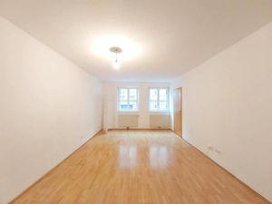 18, ruhige 1-Zimmer-Wohnung gegenüber des AKH, ab sofort verfügbar!