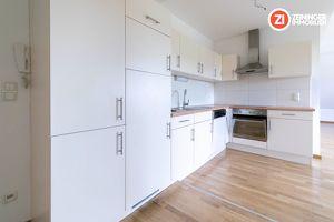 Großzügige 2- Zimmer Wohnung mit schöner Küche