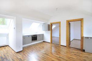 Helle moderne Dachgeschoss Maisonette mit Küche!