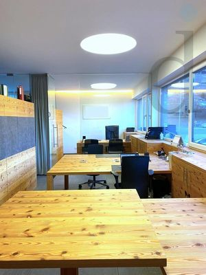 Sehr schönes lichtdurchflutetes Büro mit Vollholzmöbel zur Untermiete zu Vermieten