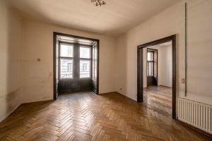 ++NEU++ Sanierungsbedürftige 3-Zimmer Altbauwohnung, fantastischer STILALTBAU!