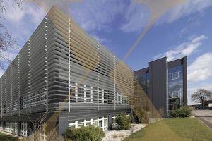 Moderne und top ausgestattete Bürofläche mit umfangreichem Mitarbeiterangebot und großer Terrasse in Traun zu vermieten!