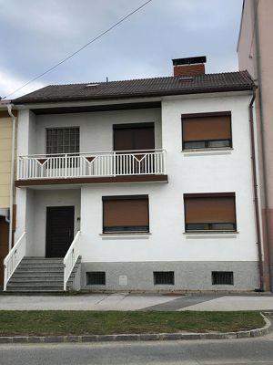 Doppelstöckiges Einfamilienhaus in zentraler Lage!
