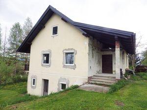 Renovierungsbedürftiges Haus, ca 130 m², auf ca. 2000 m² Bauland in Ruhelage!