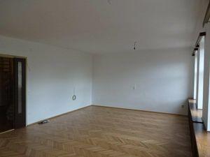 Ruhige 5 Zimmer Altbauwohnung + großer Küche + Aussicht, 3-4.OG, 3 Min zur U2, 7 min zur U1, WG geeignet,