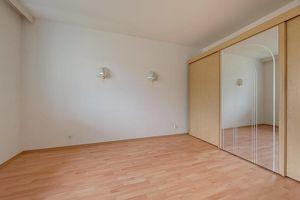 Sonniges 2-Zimmer-Apartment mit Loggia am Fuße des Schloss Sankt Martin