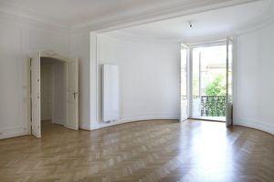 Charmante 4-Zimmer Wohnung im Altbaustil nahe der Votivkirche zu vermieten!