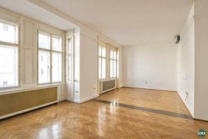 Charmanter 4-Zimmer-Altbau mit sehr großem Wohnzimmer