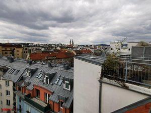 Helle 4-Zimmer Dachgeschoss-Wohnung auf 3 Etagen mit Dachterrasse, großem Lagerraum und Klimaanlage nahe Liechtensteinpark - UNBEFRISTET