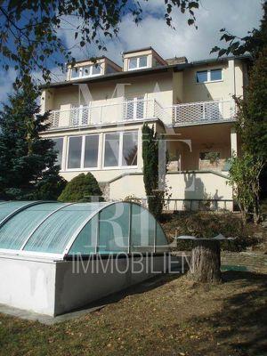 schönes Einfamilienhaus mit Pool, toller Blick