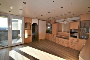 Wunderschöne, sehr helle 83m² DG- Wohnung - ohne Schrägen, mit Sauna + Loggia und Fernblick!