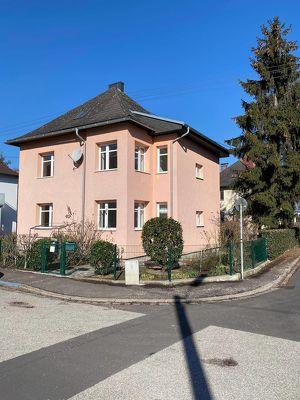 Schönes Zweifamilienhaus mit sonnigen Garten