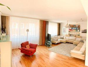 Wohnungseigentum an Geschäftseinheit Ober- und Dachgeschoß