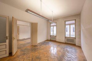 sanierungsbedürftiges Altbau-Büro in der Stiftgasse zu unbefristeten Hauptmiete!