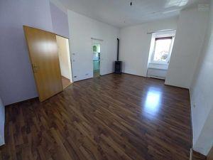 Büro im Herzen von Velden: Wohnung/Büro mit ca. 86 m² und 3 SZ + Terrasse