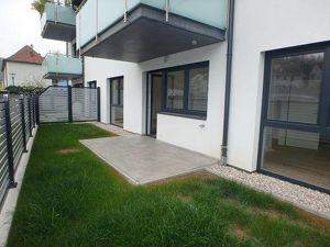 Neuwertige 2-Zimmer Wohnung mit Terrasse, Eigengarten und Parkplatz