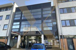 Erweiterbare 600 m² große Büro-/Praxisflächen im Ärztezentrum von Wels/Thalheim zu vermieten