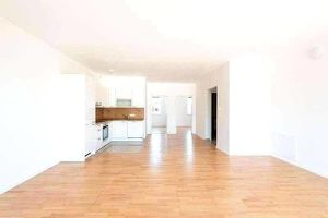 Lassee - Schöne Wohnung mit Fußbodenheizung - Balkon - Parkplatz und Hobbygarten