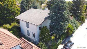 Auf der Suche nach einem Einfamilienhaus im 80er Jahre Stil? Wohnen in Ruhelage auf Pachtgrund !