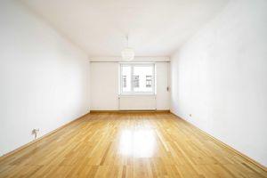 **Perfekte WG-Wohnung** zentral gelegen - teilweise möbliert!
