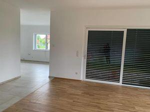Hochwertige 4-Zimmer Neubauwohnung auf einer Etage im Zweifamilienhaus mit separatem Hauseingang und Gartenbenutzung