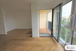 Nähe Alte Donau - Bezaubernde DG-Wohnung mit Loggia und Grünblick in generalsaniertem Gründerzeithaus