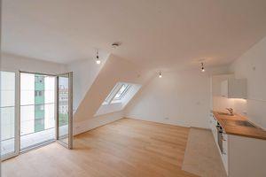 Erstbezug: südseitige DG-Wohnung mit Balkon in der Phorusgasse 8!