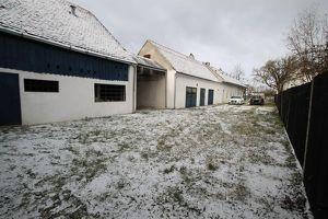 +++ Wfl. ca. 240 m² ++ Grund ca. 2608 m² ++ Großes Wirtschaftshaus mit reichlich grünem +++