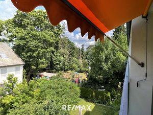 Schöner Grünblick - helle Familienwohnung mit 2 großen Loggien - WG geeignet- große Garagenbox optional
