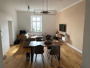 Modernes Wohnen mit außergewöhnlichem Altbau-Charme! Sehr großzügig geschnittene, helle Wohnung in den zentral gelegenen historischen Dragonerhöfen!