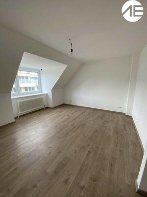 2-Zimmer-Dachgeschosswohnung für Singles oder Pärchen, Nähe Volksoper Wien